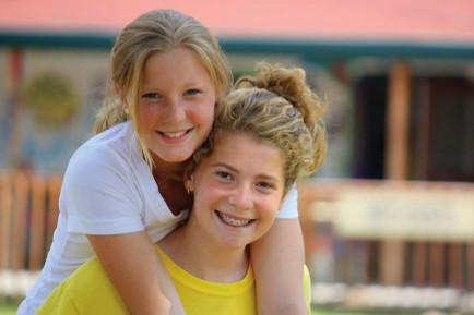 camp-friends-girls